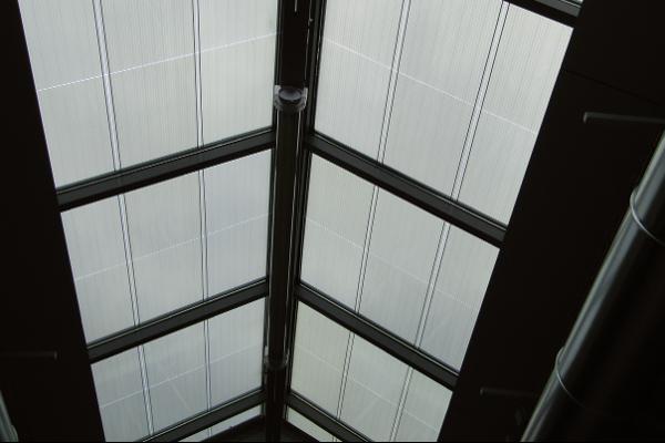 Verrière photovoltaïque (Onyx Solar) de la salle d'exposition du Petit Echo de la Mode (pôle de développement culturel et touristique) - Leff Communauté ©Claire Allichon