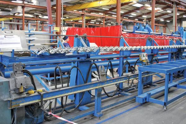 Flux de grilles et rideaux (la fabrication de grilles à tubes ondulés Dentel représente 10 % des ventes de rideaux et grilles, celle de Murax Vision 5%). © V&MA