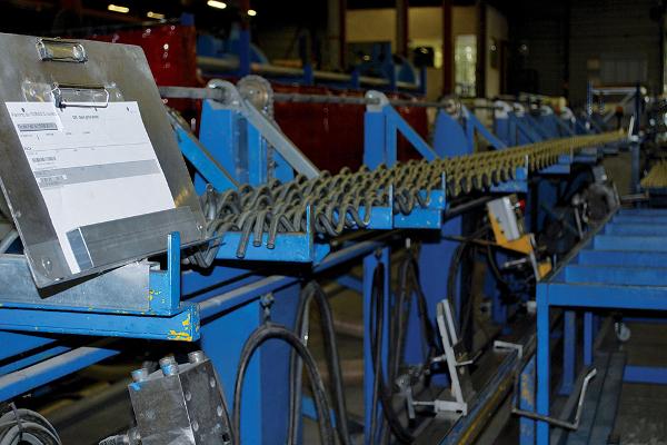 Ligne de production dédiée aux grilles. © V&MA