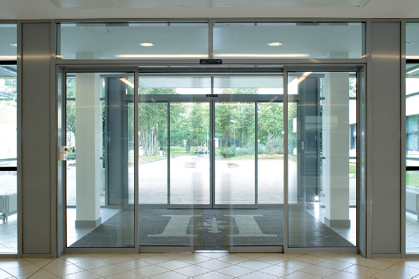 ES 200 ST Flex Green DFC, pour des portes coulissantes à débit de fuite contrôlé. ©Dorma