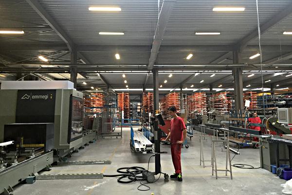 Le tout nouveau double centre d'usinage rejoint l'équipement de pointe au sein du hall de production pour toujours plus optimiser les process, la réactivité et la qualité ©Veranco