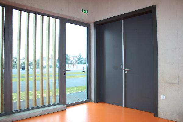 Malerba propose des portes industrielles battantes et coulissantes en acier EI 120 jusqu'à 4 ou 5 m de long. ©Malerba