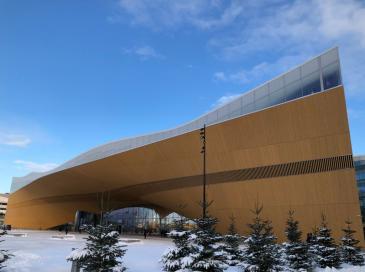 Le nouveau bâtiment phare d'Helsinki a défié les concepteurs par son architecture