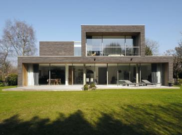Une villa à Wasquehal et les ouvertures généreuses des baies coulissantes Technal