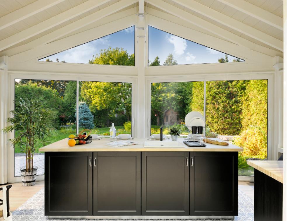 Vie & Véranda vous propose d'agrandir votre habitat avec une véranda à aménager en cuisine