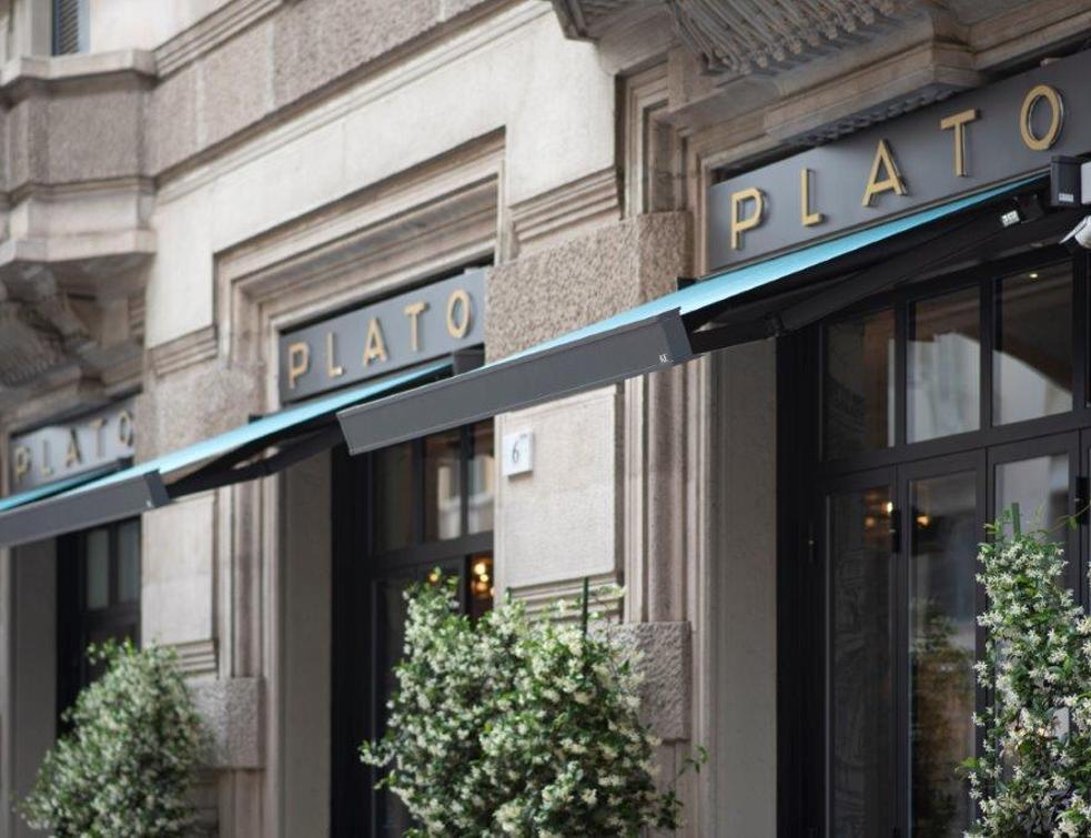 Les stores solaires QUBICA Flat rénovent les vitrines du Plato Chic Superfood à Milan