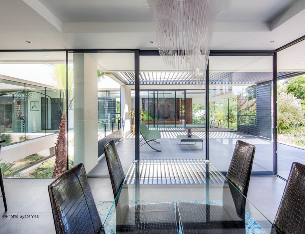 Villa en transparence au pied de la Gardiole by Profils Systèmes