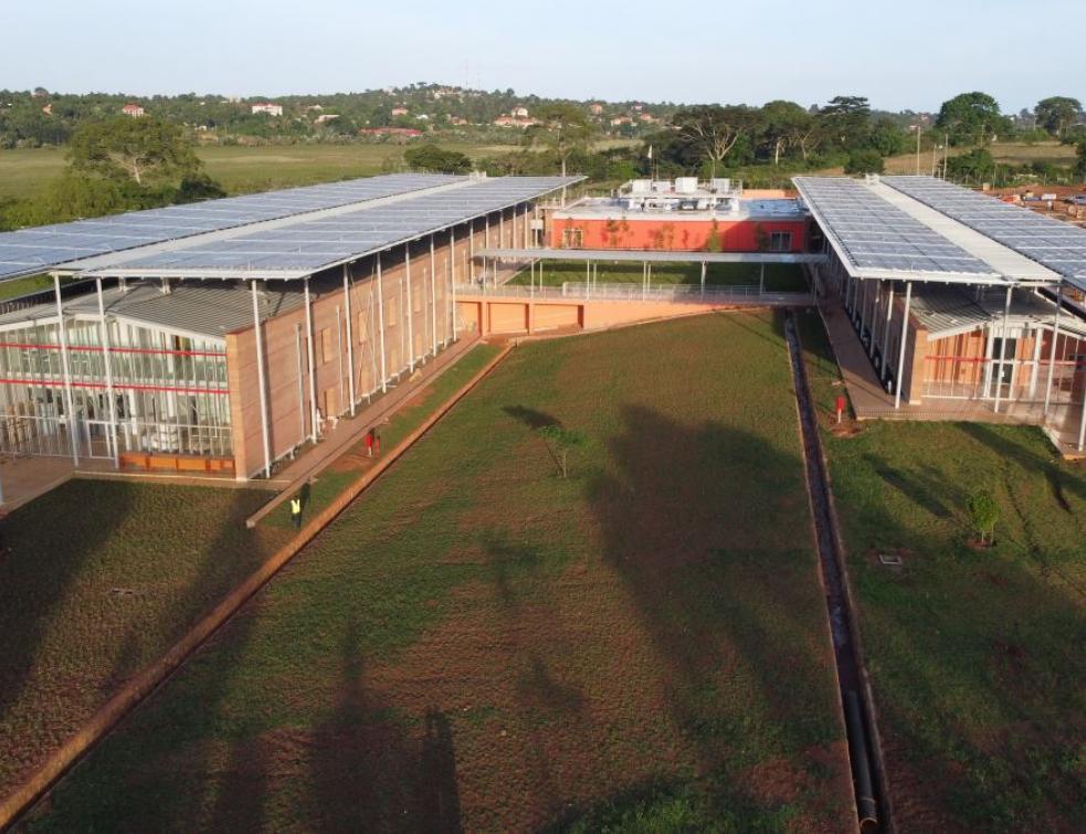 Nice fait don de ses solutions en chirurgie pédiatrique à l'hôpital d'Entebbe, Ouganda