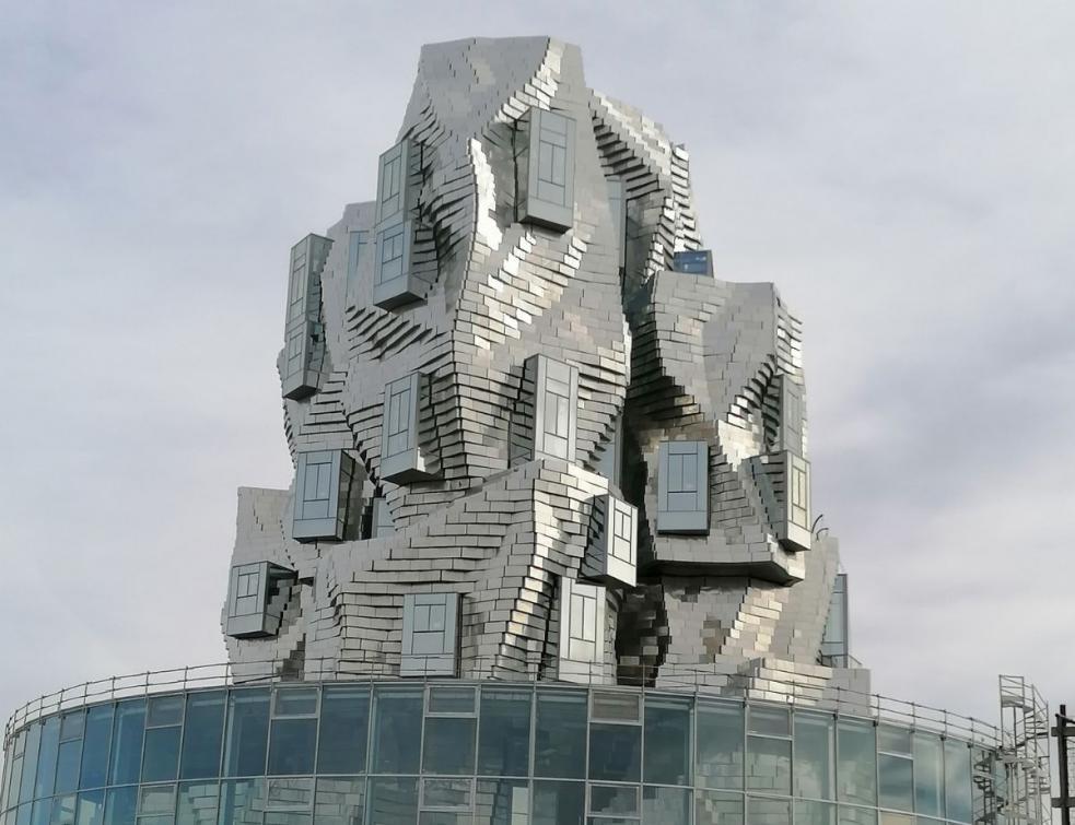 Tout le savoir-faire Schüco pour le centre artistique Luma à Arles signé Frank Gehry